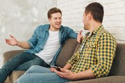 ۵ دلیل قطع ارتباط چشمی در زمان صحبت کردن