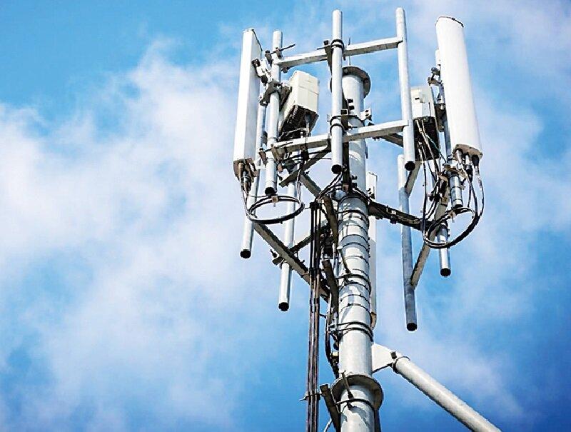 پشت پرده قطعی همزمان اینترنت و برق   وضعیت بحرانی باتری دکلهای موبایل