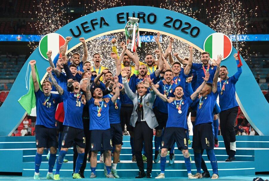تصاویر |  ایتالیا جام را با خود به رم برد | لحظات تلخ و شیرین فینال یورو ۲۰۲۰