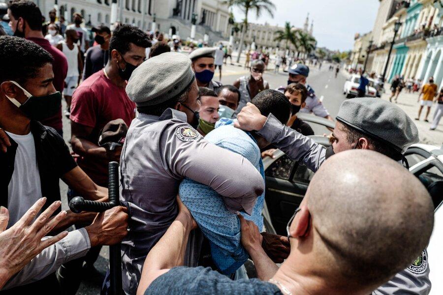 هزاران نفر در اعتراض به دولت در خیابانهای شهرهای کوبا تجمع کردند