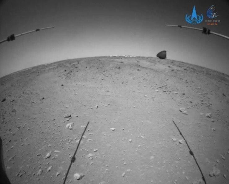 «ژورونگ» چتر نجات و غلاف پشتیاش را روی مریخ پیدا میکند