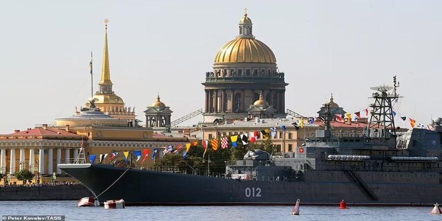 تصاویر | قدرتنمایی ناوگان دریایی پوتین در سنپترزبورگ روسیه
