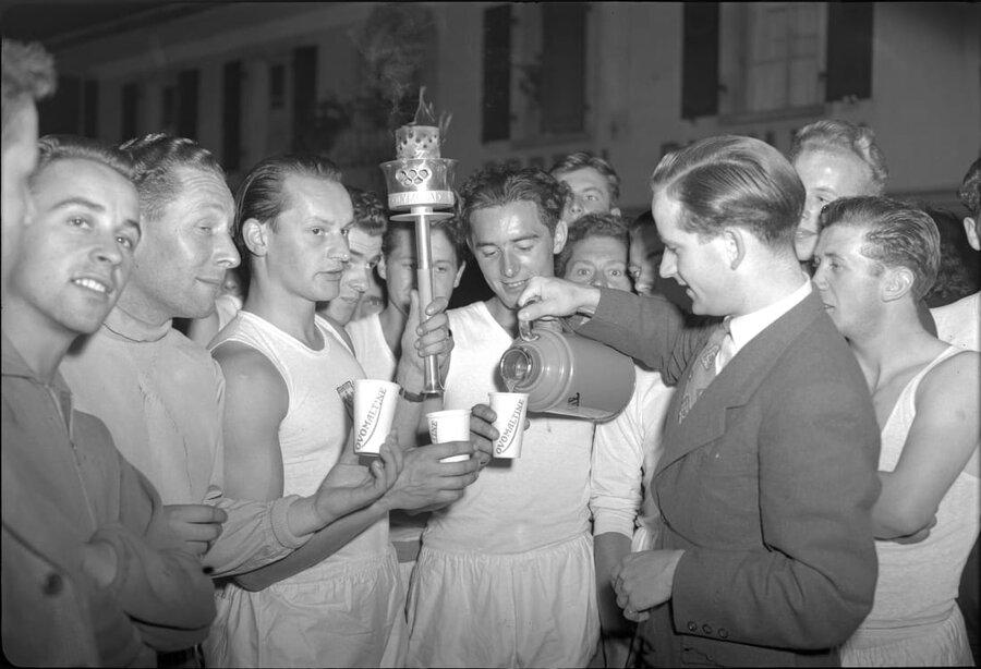 مراسم حمل مشعل المپيك 1948 لندن روحيه مردم اين كشور را تقويت كرد.