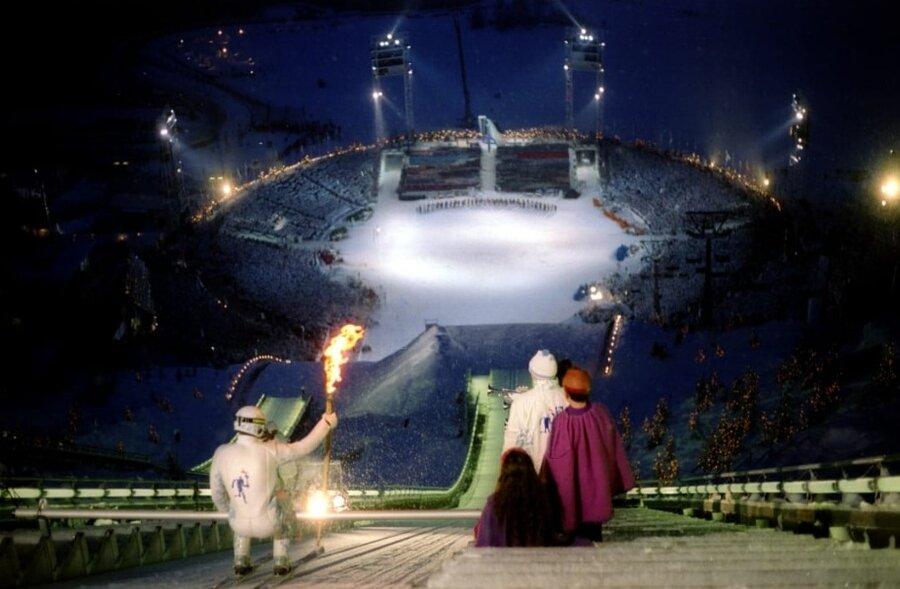 مشعل المپيك بازیهای المپیک زمستانی 1994 با اسكي پرش منتقل شد.