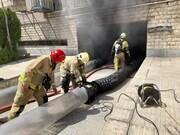 تصاویر | آتشسوزی در یک ساختمان مسکونی در غرب تهران | نجات ۱۰ نفر از راه پشتبام