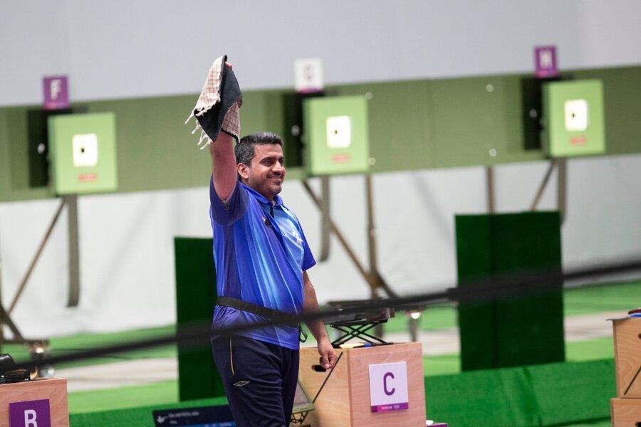تصاویر | حاشیه های خوشحالی فروغی بعد از طلای المپیک | ۳ نکته طلایی درباره مدال تاریخی تیراندازی