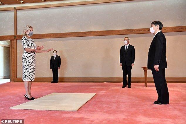 جيل با حضور در كاخ امپراتوري ژاپن با مقامات تشريفاتي اين كشور نيز ديدار كرد.