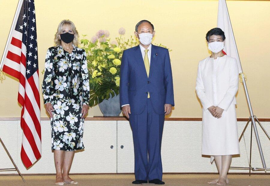 ملاقات جيل و نخست وزير ژاپن بر اساس رسوم اين كشور و بدون كفش برگزار شد.