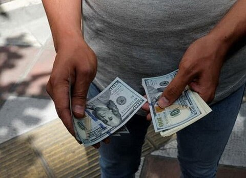 شوک خبرهای سیاسی بر بازار ارز | خریداران دلار افزایش یافتند