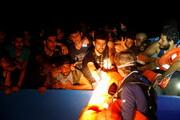 نجات ۳۹۴ نفر از یک قایق چوبی در حال غرق شدن