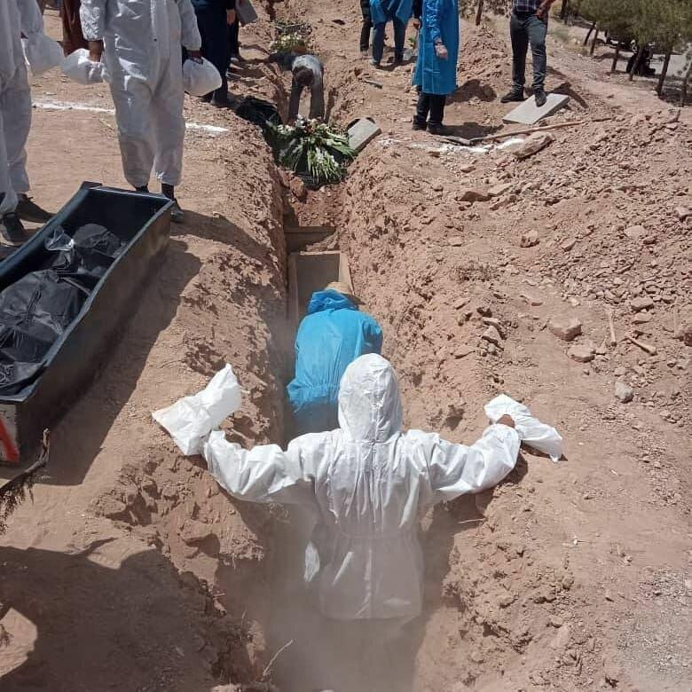 تصاویر | گورهای دستهجمعی فوتیهای کرونا در کرمان