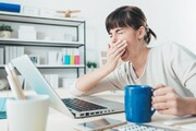 ۷ اشتباه رایج قبل از خوابیدن که منجر به افزایش وزن میشود