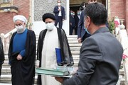 ویدئو | لحظه تحویل دفتر کار ریاست جمهوری به رئیسی | روحانی دفتر ریاست جمهوری را به رئیسی تحویل داد