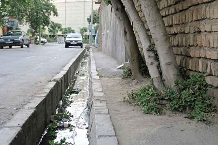 دردسر فاضلاب شهری در محله خلیجفارس جنوبی   چشم انتظار نوسازی خانهها