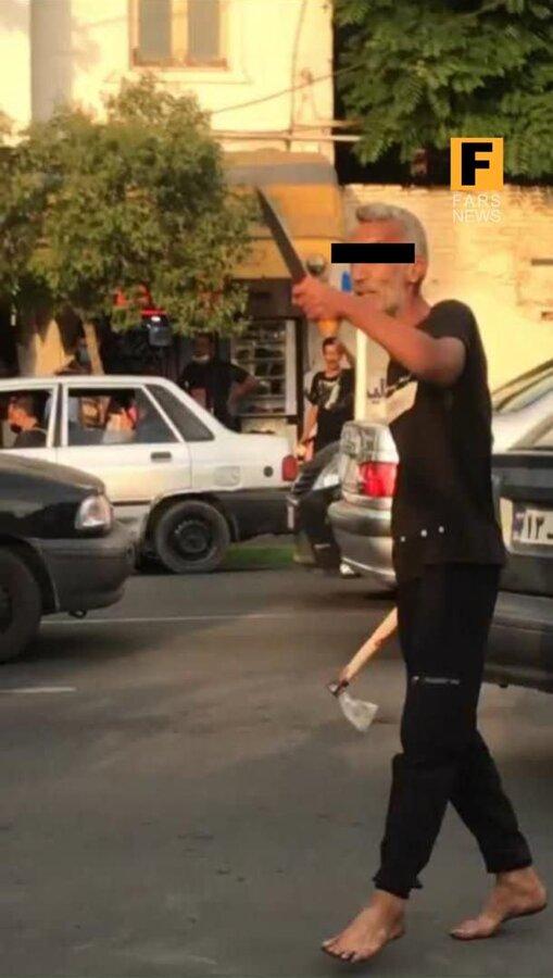 عکس | مردی که با تبر به مردم گرگان حمله کرده بود دستگیر شد | یک پسر ۱۷ساله کشته شد، ۹ نفر مجروح شدند