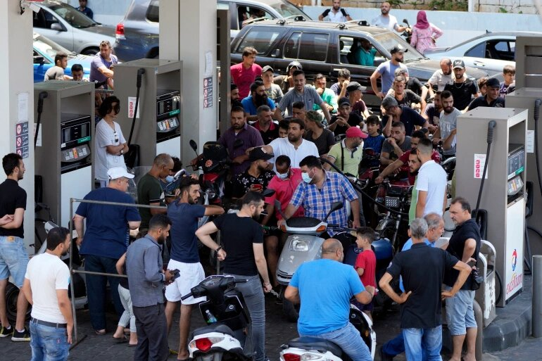 بحران بنزین در لبنان سه کشته داد | برق یک ساعت در روز وصل است