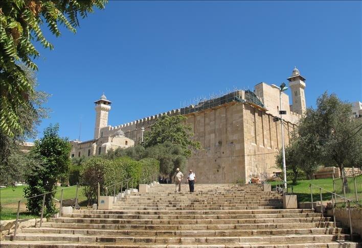 محوطه زيارتگاه ابراهيمي