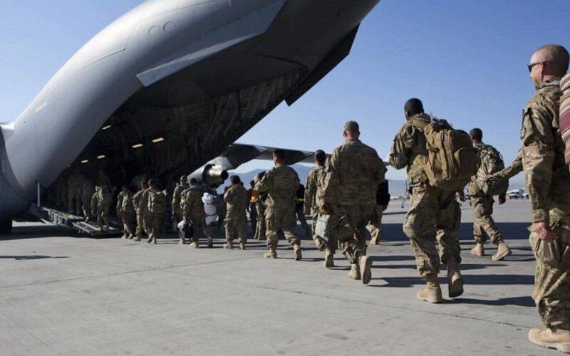ویدئو | نیروهای آمریکایی همه تجهیزات نظامیشان را تخریب کردند
