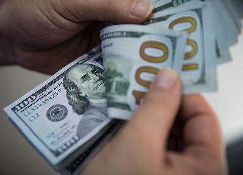 کاهش اندک قیمت دلار در صرافیهای بانکی؛ ۵ آبان ۱۴۰۰