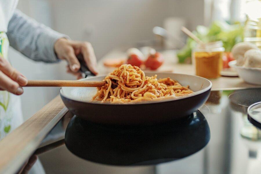 ۷ اشتباه رایج هنگام پخت ماکارونی از زبان آشپزهای ایتالیایی