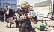 عکس روز  نوزاد در آغوش تفنگدار