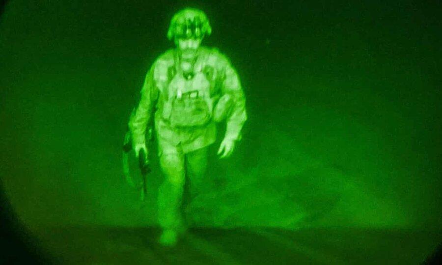 تصاویری از خروج نهایی آمریکا | طالبان جشن گرفت