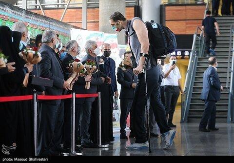 تصاویر   بلندقدترین ورزشکار پارالمپیکی جهان در فرودگاه امام خمینی