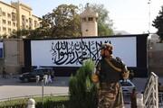 عکس روز  پرچم طالبان در سفارت آمریکا