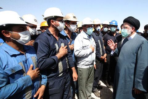 حضور رئیس جمهور در جمع کارگران معدن زغال سنگ طبس