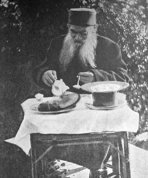 دستور پخت 150 ساله ماکارونی و پنیر از نویسنده جنگ و صلح   در آشپزخانه تولستوی چه میگذشت؟