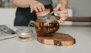 راهکاری برای دم کردن چای بدون لایه شناور براق روی سطح آن