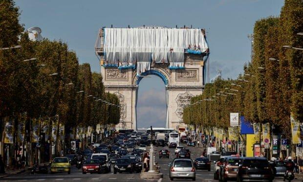 آغاز پارچهپیچی طاق پیروزی در پاریس