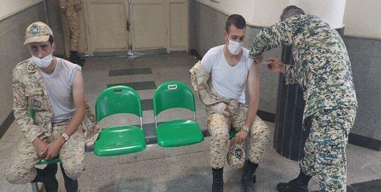 اختصاص ۵۰۰ هزار دوز واکسن به سربازان  سربازان کرونایی با تاخیر اعزام میشوند
