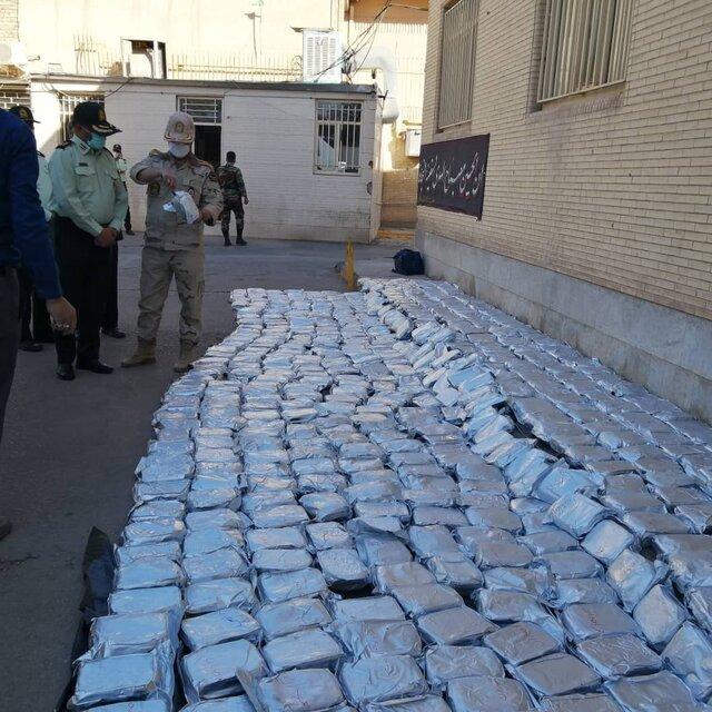 پلیس در کرمان یک تُن مرفین کشف کرد