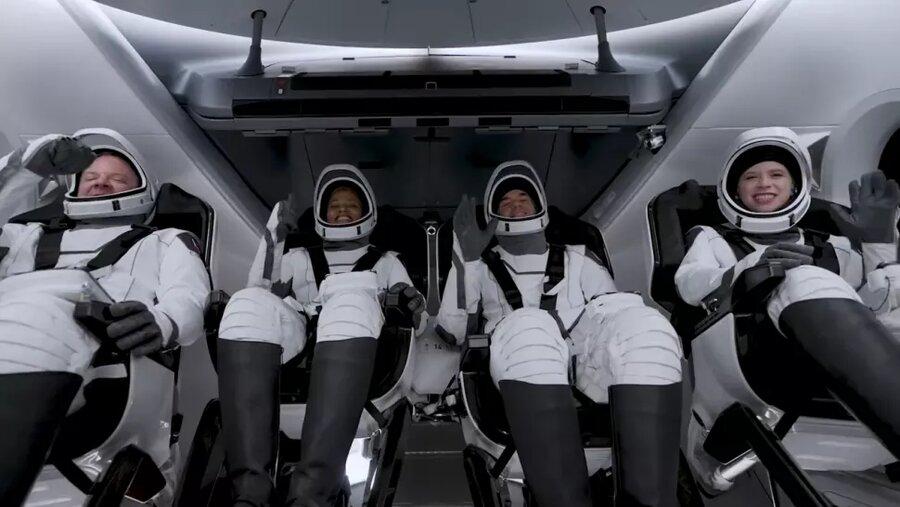 اسپیسایکس چهار مسافر غیر فضانورد را به مدار زمین فرستاد