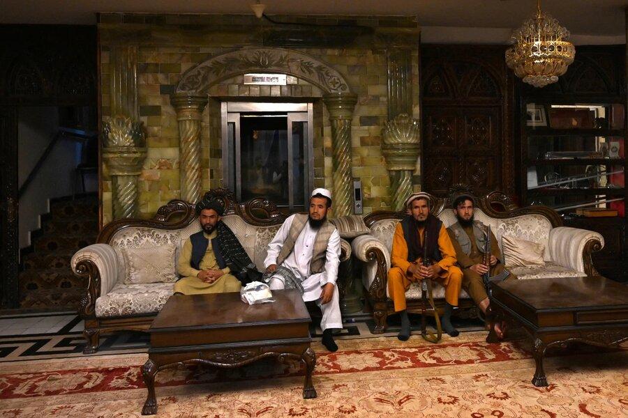 طالبان در عمارت دوستم