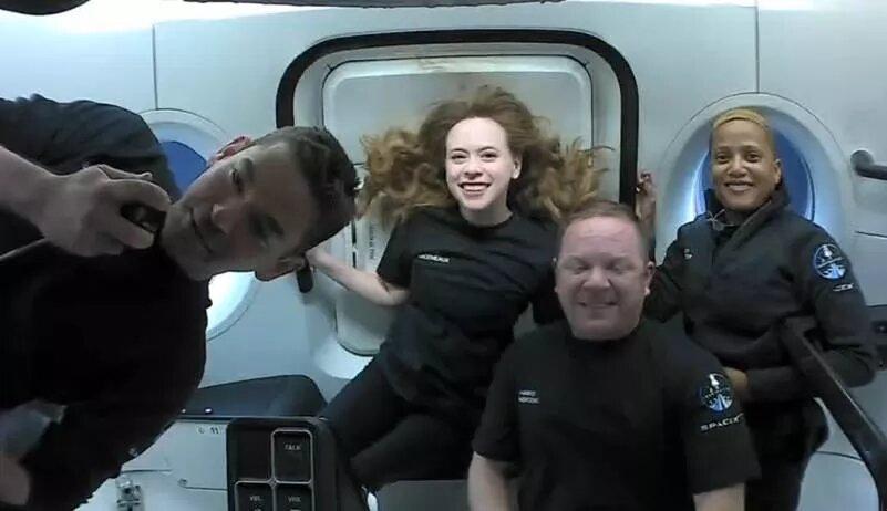 عکس روز| چهار مسافر خصوصی فضایی