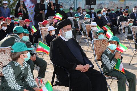 رئیس جمهور در جمع دانش آموزان