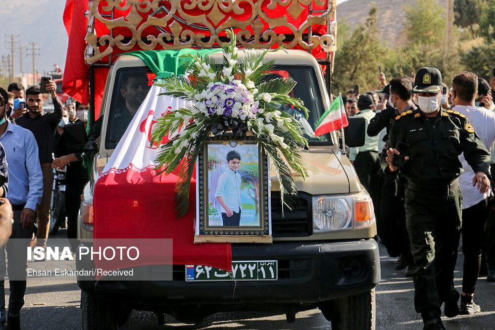 مراسم خاکسپاری علی لندی - نوجوان ایذهای