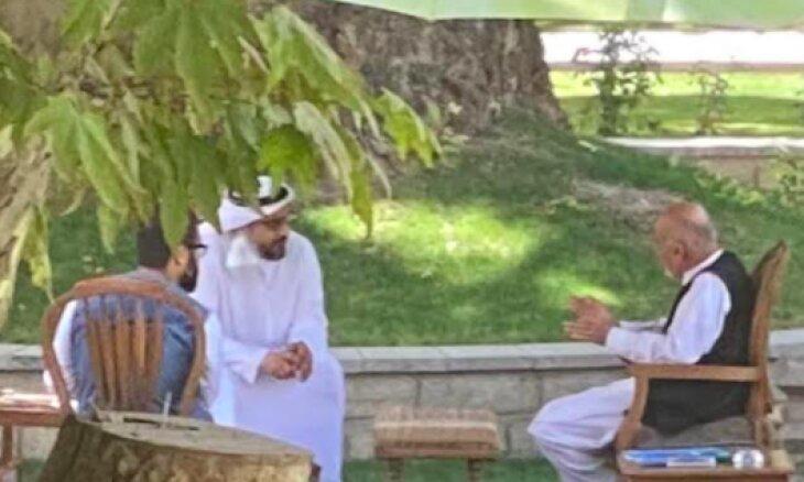 تصویر لو رفته از دیدار اشرف غنی با یک مقام اماراتی پیش از فرار از کابل