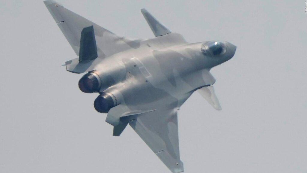 فیلم  هواپیمای رادارگریز چینی J-20 در نمایشگاه هوایی