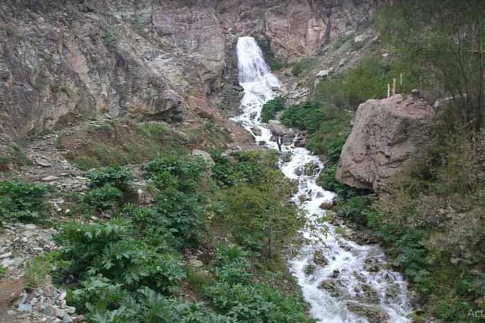 پای پیاده تا آبشار شکراب