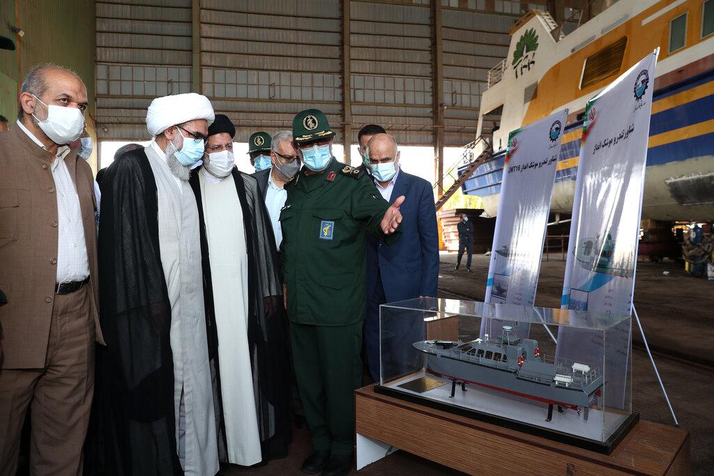 تصاویر   بازدید رئیسی از دستاورد جدید سپاه در بوشهر