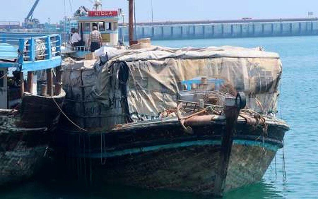 توقیف محموله عجیب ۱۰۰ میلیارد تومانی در بندر جنوبی | قایق جت و موتورسیکلت سنگین تا شربت نیروزا