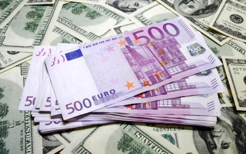 دلار و يورو