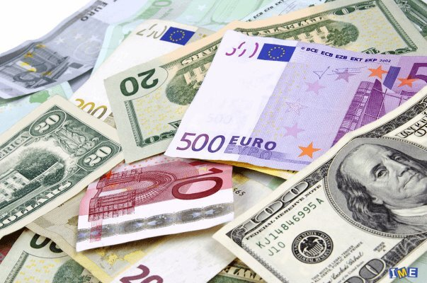 افت قیمت دلار و یورو در صرافی های بانکی ؛ ۱۹ مهر ۱۴۰۰