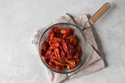 گوجه فرنگی را با این ۴ روش ساده خشک کنید
