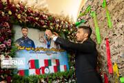 تصاویر | گرایی مدال خود را به شهید گمنام اهدا کرد