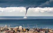 تصاویری آخرالزمانی از گردباد شاهین در سواحل عمان