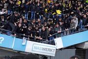 ویدئو | حادثه عجیب در فوتبال | جایگاه طرفداران از وسط نصف شد!